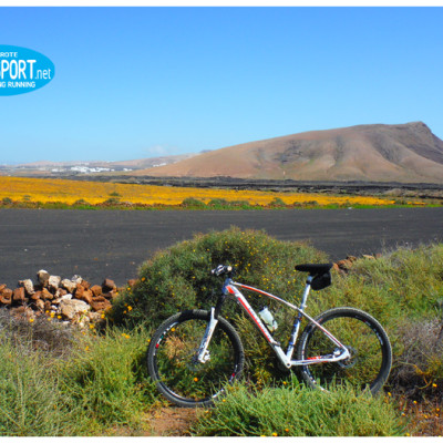 discovery the Lanzarote landscapes in mountain bike
